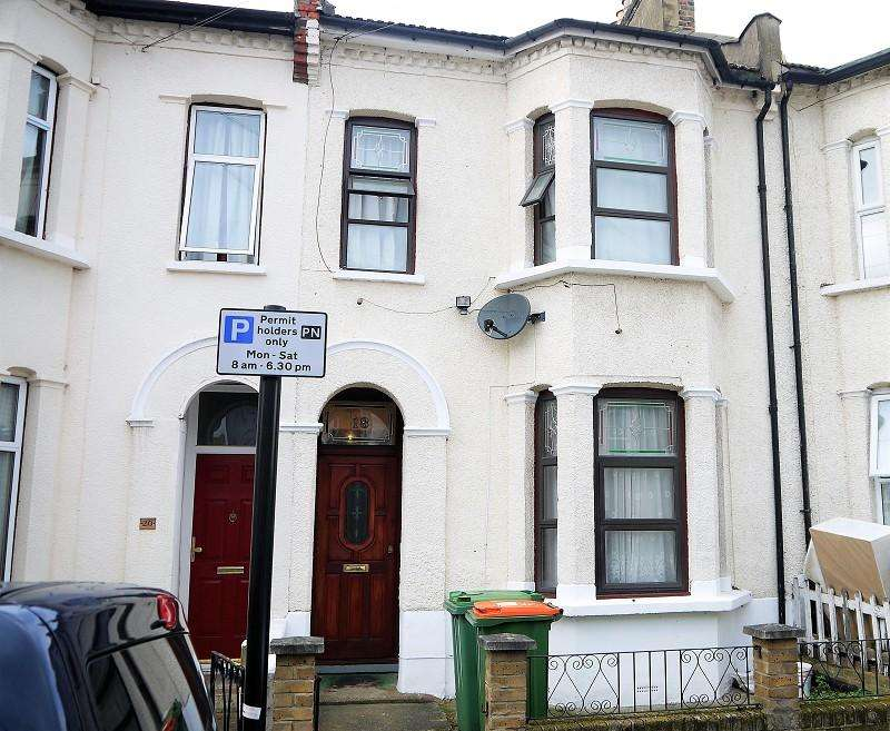 3 Bedrooms Terraced House for sale in Geere Road, Stratford, London. E15