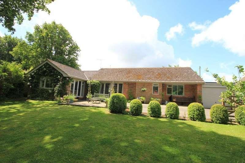3 Bedrooms Bungalow for sale in Willesley Gardens, Cranbrook, Kent, TN17 2EU