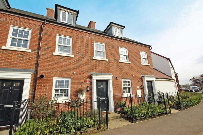 3 Bedrooms Terraced House for sale in King Alfred Way, Great Denham Park