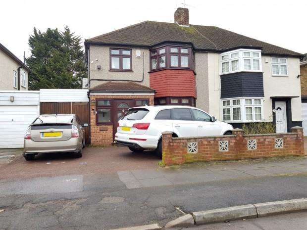 3 Bedrooms Semi Detached House for sale in Felstead Avenue, Ilford, IG5