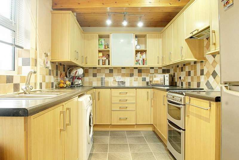 2 Bedrooms Terraced House for sale in Cameron Road, Normanton