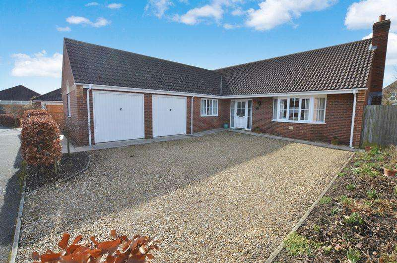 3 Bedrooms Detached Bungalow for sale in 5 Kenmore Drive, Woodhall Spa