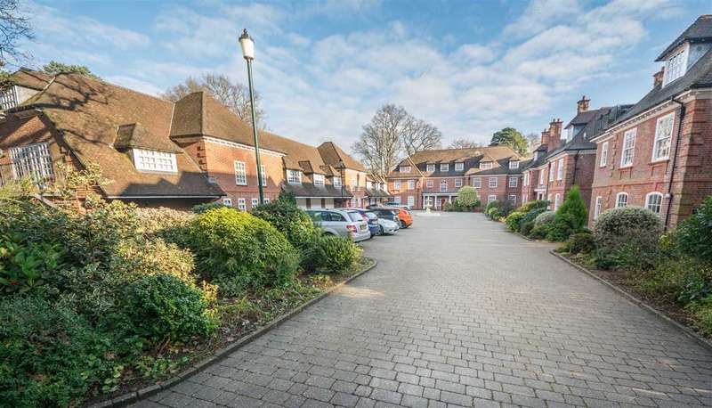 4 Bedrooms Mews House for sale in The Coach House, Bracken Place, Chilworth, Southampton