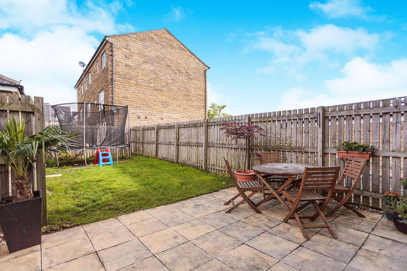 3 Bedrooms Terraced House for sale in Highfield Chase, Dewsbury, WF13