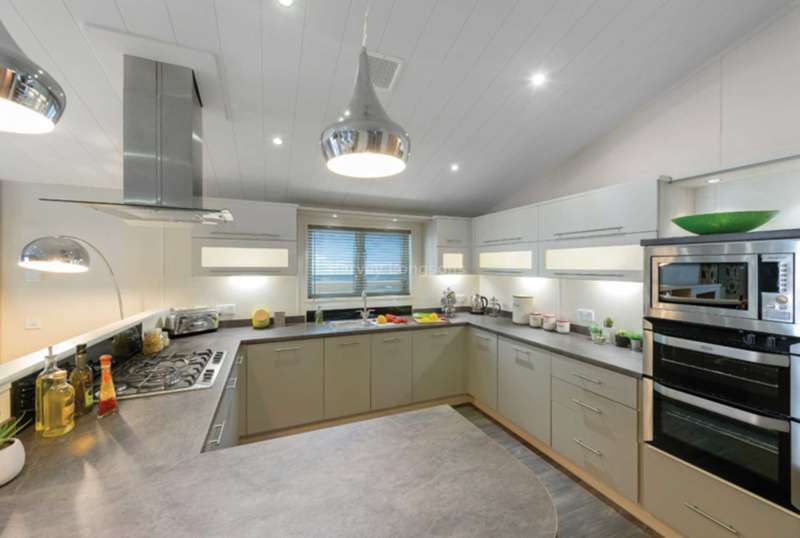 2 Bedrooms Lodge Character Property for sale in Otterton, Devon