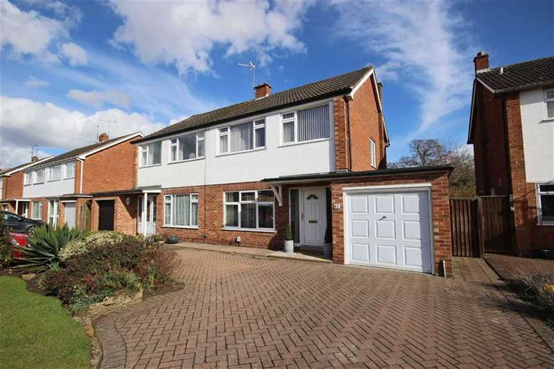 3 Bedrooms Semi Detached House for sale in Foxes Way, Warwick, CV34