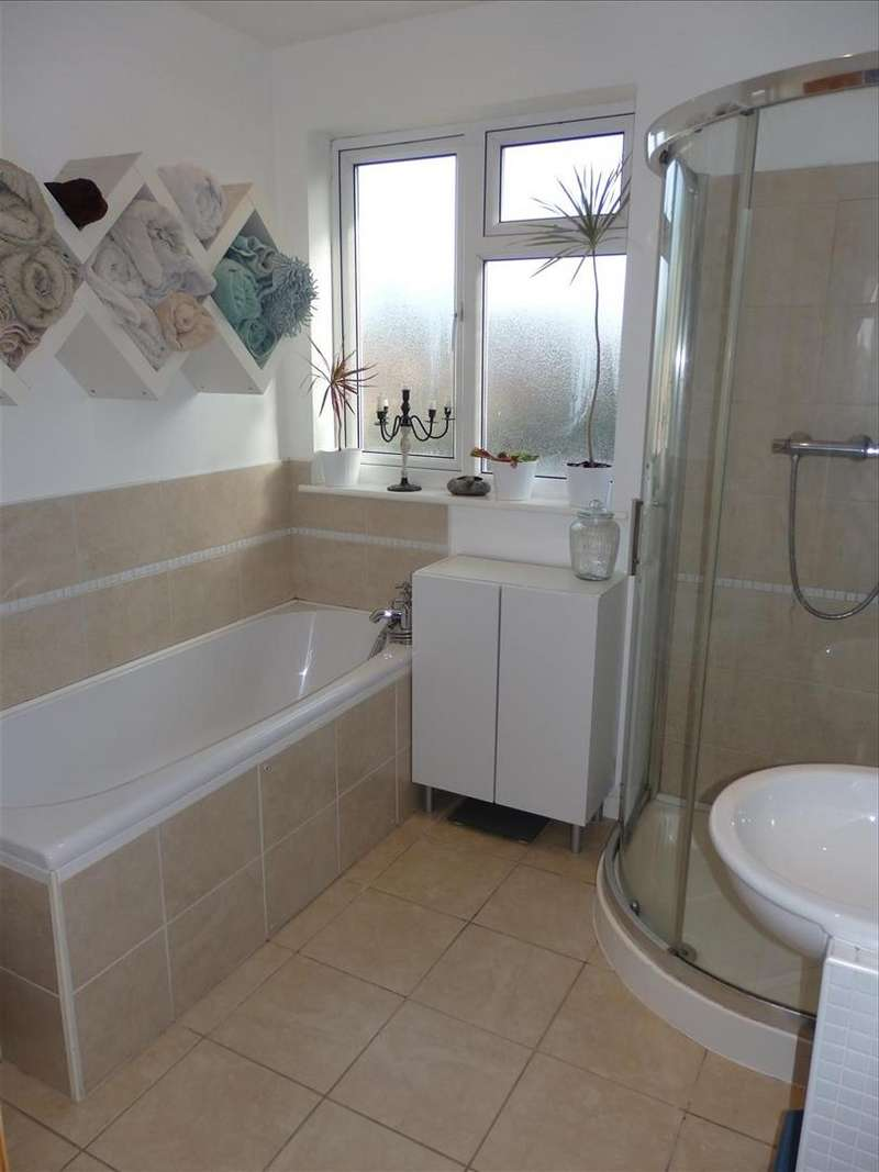 3 Bedrooms Semi Detached House for sale in West Knighton