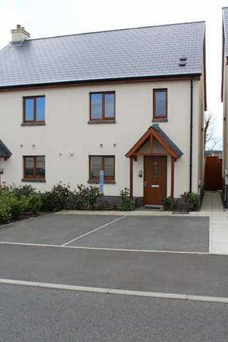 3 Bedrooms Semi Detached House for sale in CHAIN FREE :- 20 COPPINS PARK PENTLEPOIR, 3 BED SEMI.