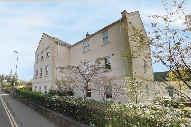 2 Bedrooms Flat for sale in Osborne Court, Abergavenny, Gwent, NP7 5JS