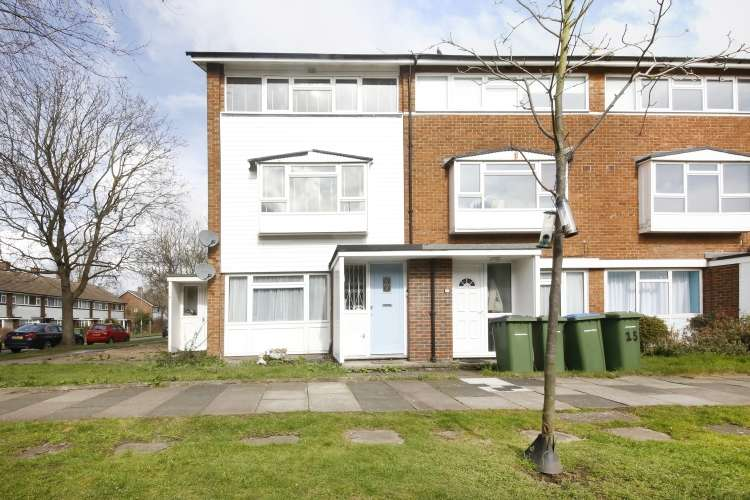 2 Bedrooms Maisonette Flat for sale in Fairby Road London SE12
