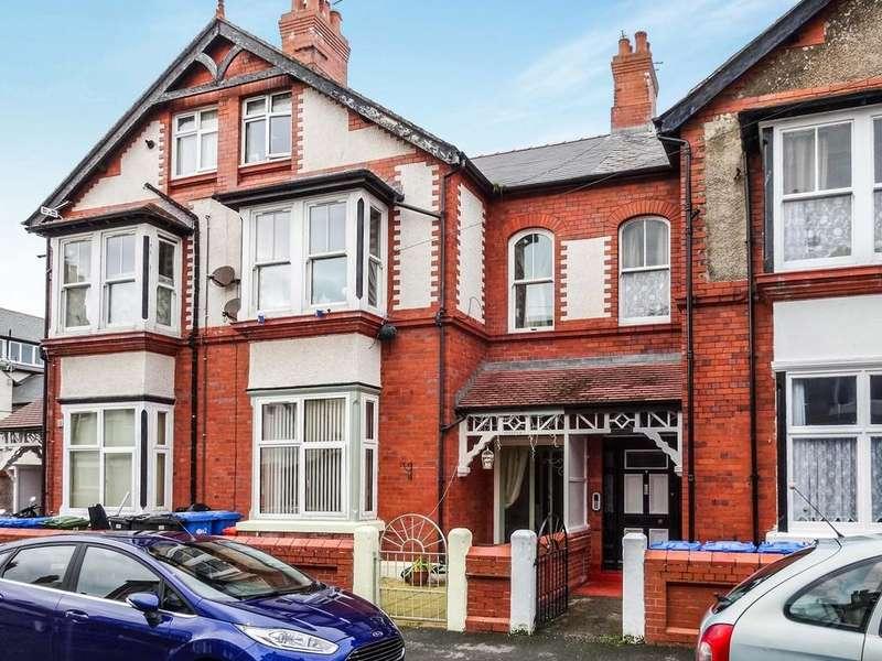 6 Bedrooms Terraced House for sale in Morlan Park, Rhyl