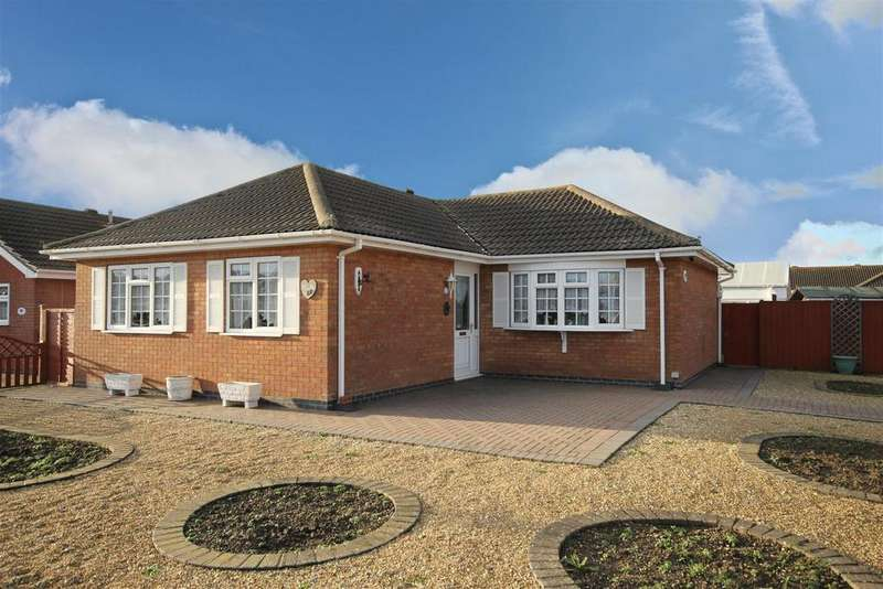 3 Bedrooms Detached Bungalow for sale in Marine Avenue West, Sutton-On-Sea