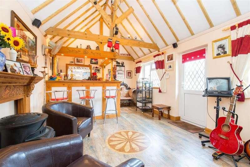 3 Bedrooms Detached House for sale in Hempstead Lane, Hailsham