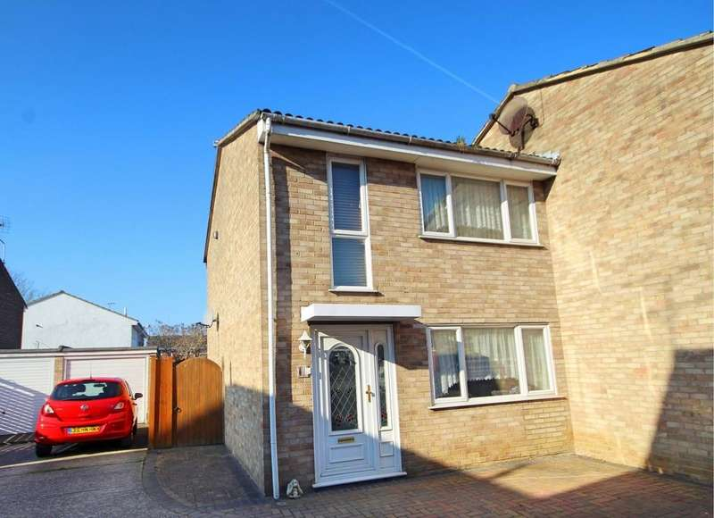 3 Bedrooms Semi Detached House for sale in Daffodil Way, CHELMSFORD, Essex