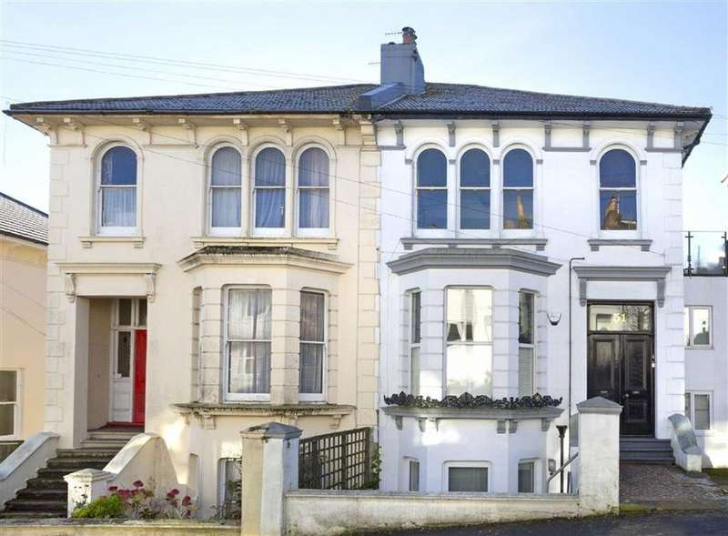 2 Bedrooms Flat for sale in Old Shoreham Road, Brighton