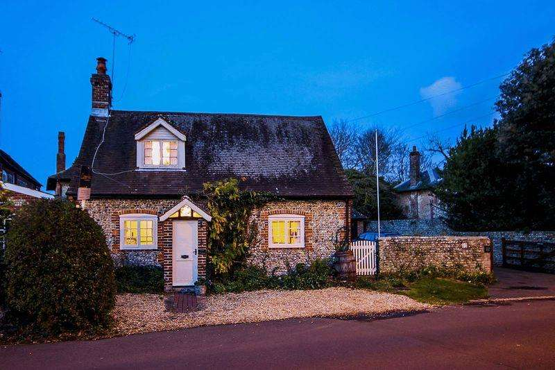 2 Bedrooms Semi Detached House for sale in Rustington
