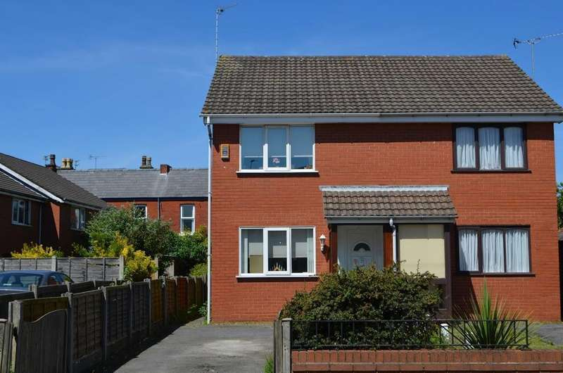 2 Bedrooms Semi Detached House for sale in Hampton Road, Southport, PR8 5DY