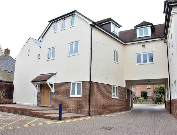2 Bedrooms Flat for sale in Dunmow, Essex
