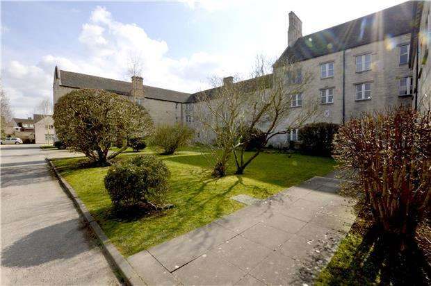 1 Bedroom Flat for sale in Stone Manor, Bisley Road, Stroud, Gloucestershire, GL5 1JD