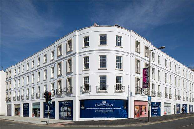 2 Bedrooms Flat for sale in Winchcombe Street, CHELTENHAM, Gloucestershire, GL52 2LZ