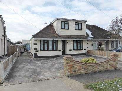 4 Bedrooms Bungalow for sale in South Benfleet, Essex