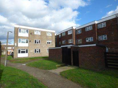 2 Bedrooms Flat for sale in South Hornchurch