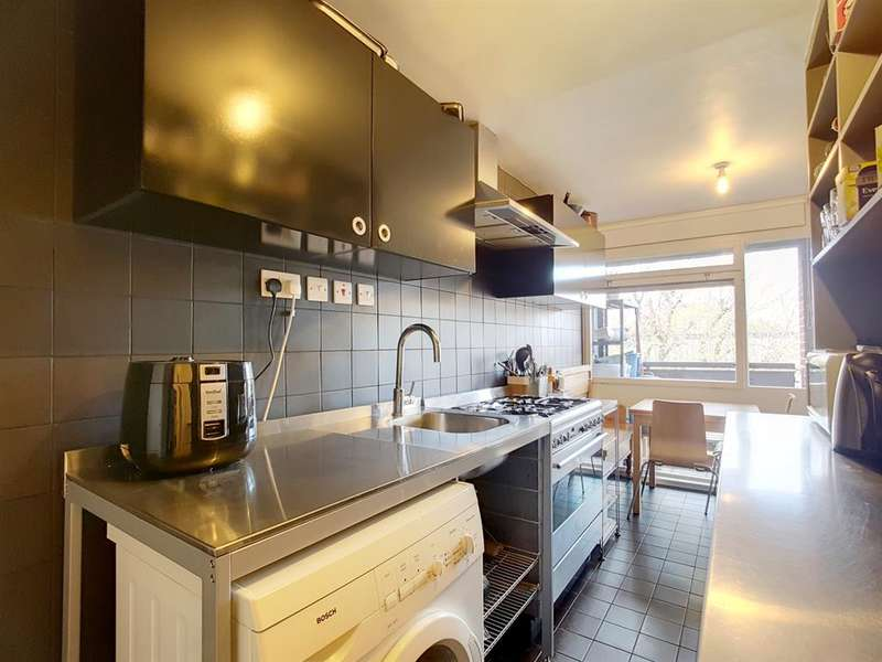 3 Bedrooms Flat for sale in Dighton Court , John Ruskin Street , London , SE5 0PR