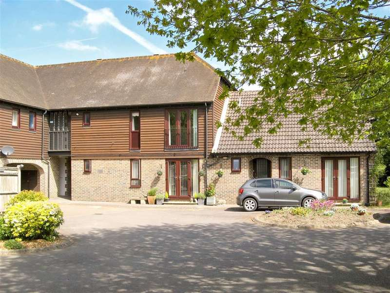 2 Bedrooms Flat for sale in Farm Close, , Barns Green, West Sussex