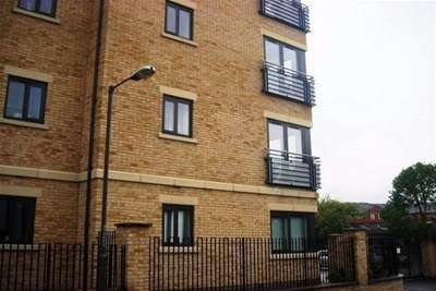 2 Bedrooms Flat for rent in Centro West