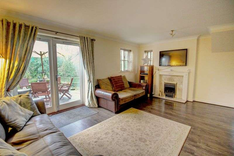 3 Bedrooms Property for sale in Snaith Wood Mews, Leeds
