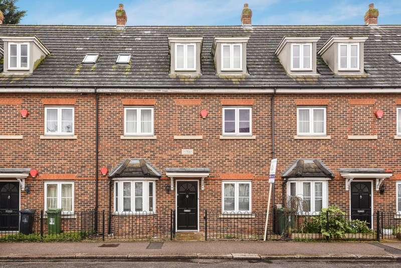 2 Bedrooms Flat for sale in Watford, Hertfordshire, WD18