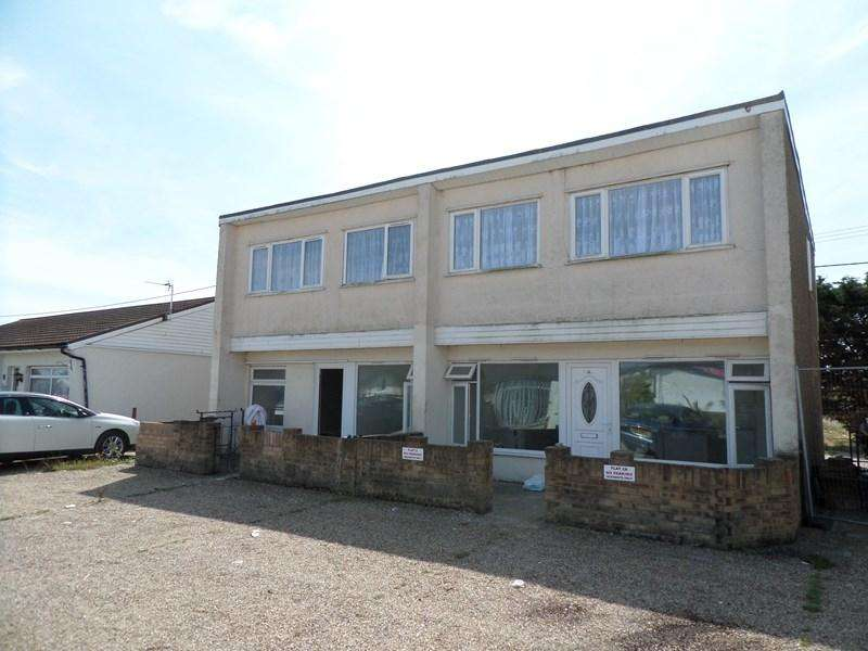2 Bedrooms Maisonette Flat for rent in Bel Air Chalet Estate, Seawick, St Osyth