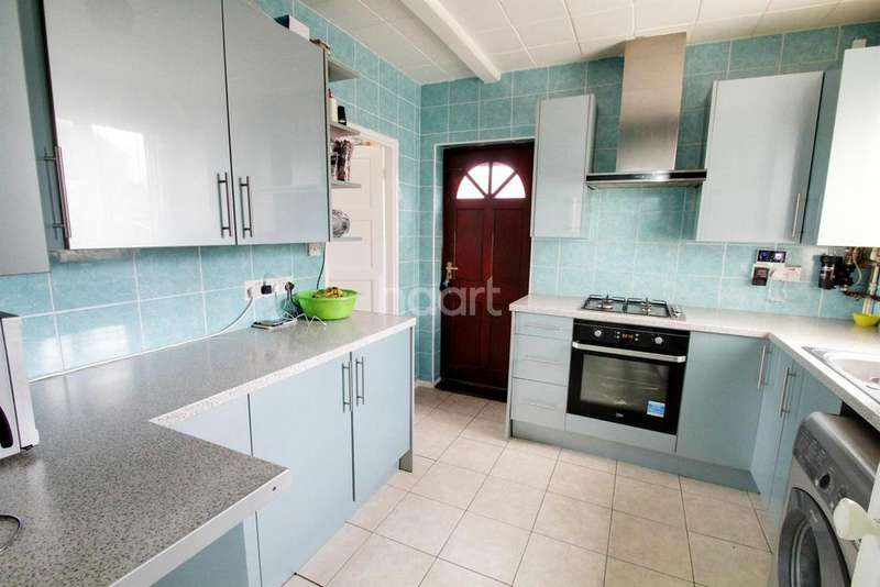 3 Bedrooms Semi Detached House for sale in Selby Avenue, Leicester, LE5