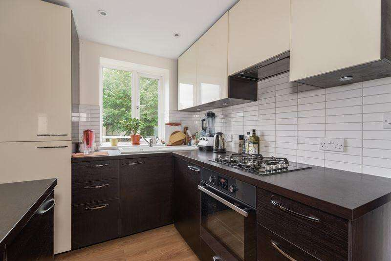 2 Bedrooms Apartment Flat for sale in Maitland Close, Greenwich, SE10