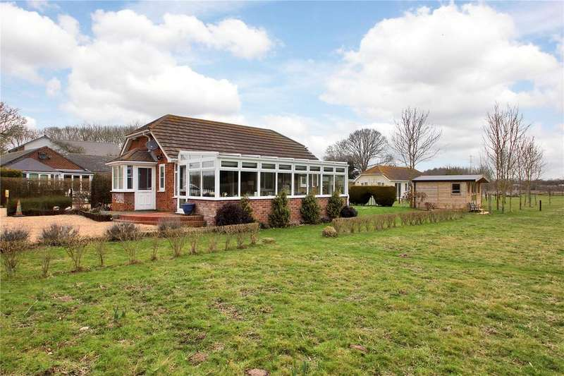 2 Bedrooms Detached Bungalow for sale in Trenley Drive, Canterbury, Kent, CT3