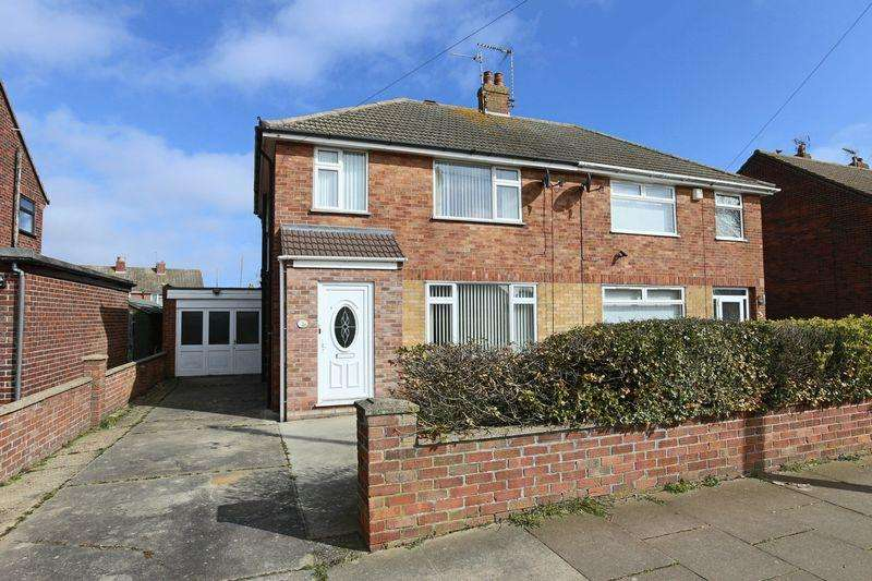 4 Bedrooms Semi Detached House for sale in Hillcrest Drive, Lowestoft