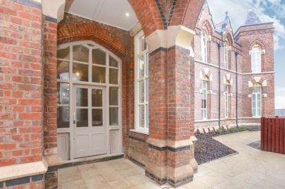 2 Bedrooms Flat for sale in 4 East Wing, Barnes Village, Cheadle