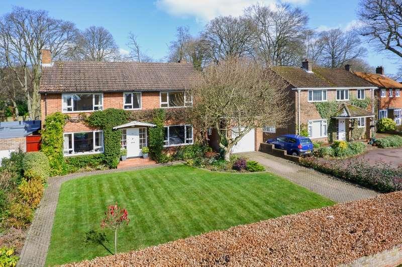 5 Bedrooms Detached House for sale in Sherrardspark Road, Welwyn Garden City, AL8