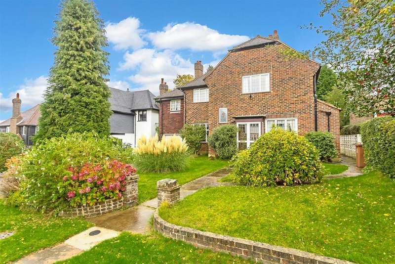 3 Bedrooms Detached House for sale in Burgh Mount, Banstead