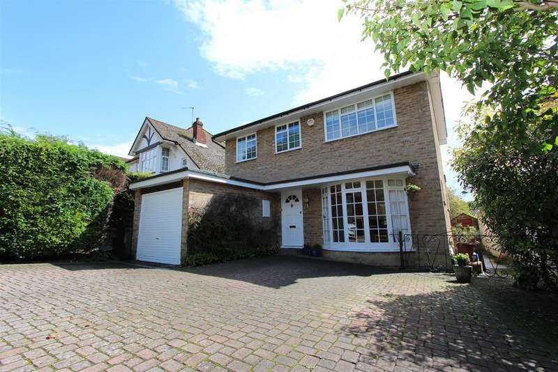 3 Bedrooms Detached House for sale in Fir Tree Road, Banstead
