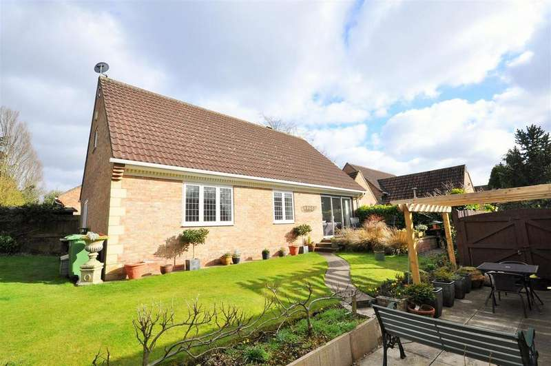 2 Bedrooms Detached Bungalow for sale in Chalfonts, Tadcaster Road, York, YO24 1EX