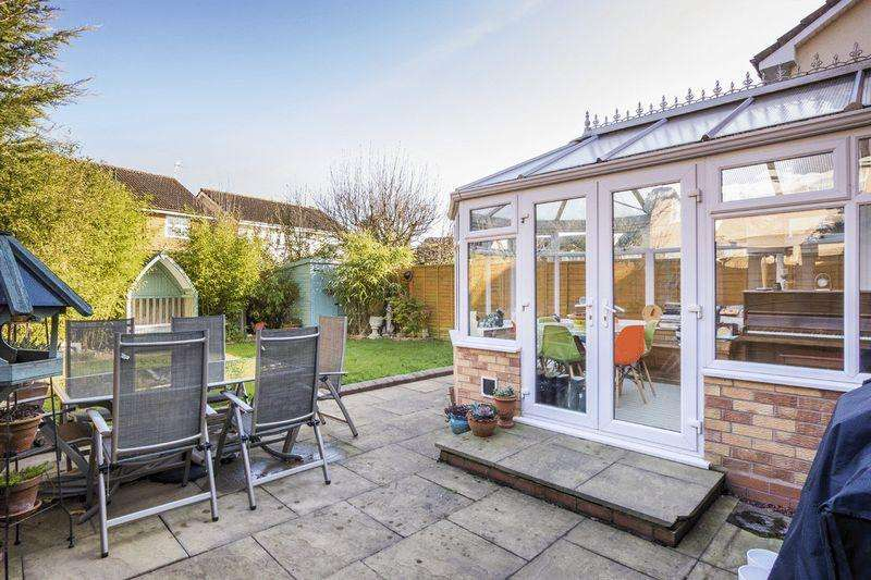 3 Bedrooms Detached House for sale in Goodwood Close, Stratford-Upon-Avon
