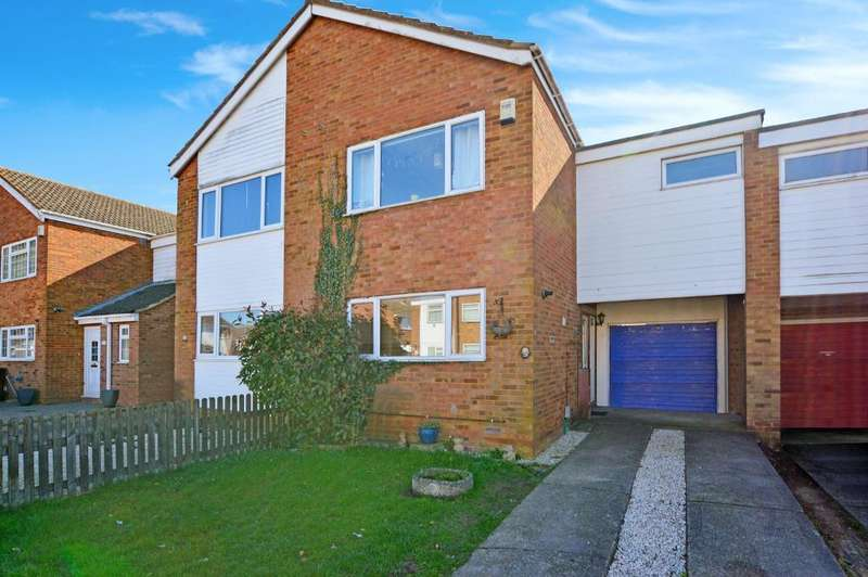 3 Bedrooms Terraced House for sale in Plumpton Close, Stopsley, Luton, LU2 8JU