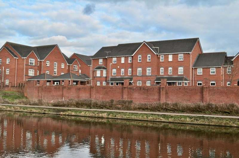 4 Bedrooms Town House for sale in Wrenbury Drive, Northwich, CW9
