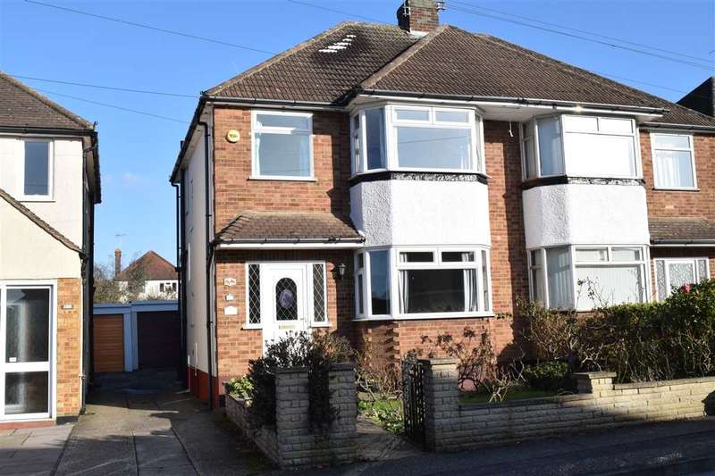 3 Bedrooms Semi Detached House for sale in Hillside Grove, Chelmsford