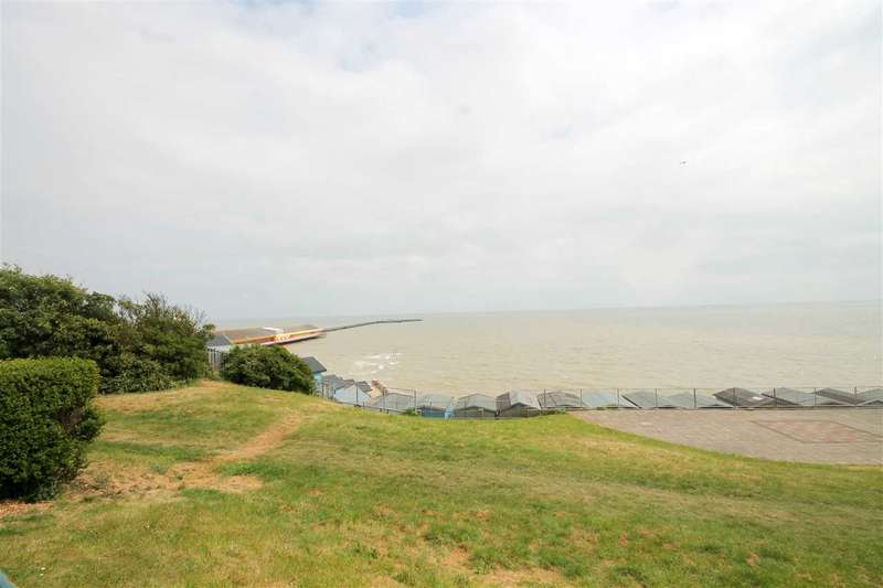 6 Bedrooms Semi Detached House for sale in The Parade, Walton on the Naze