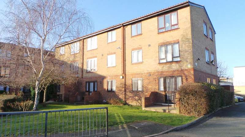 1 Bedroom Property for sale in Ainsley Close, Edmonton, London, N9