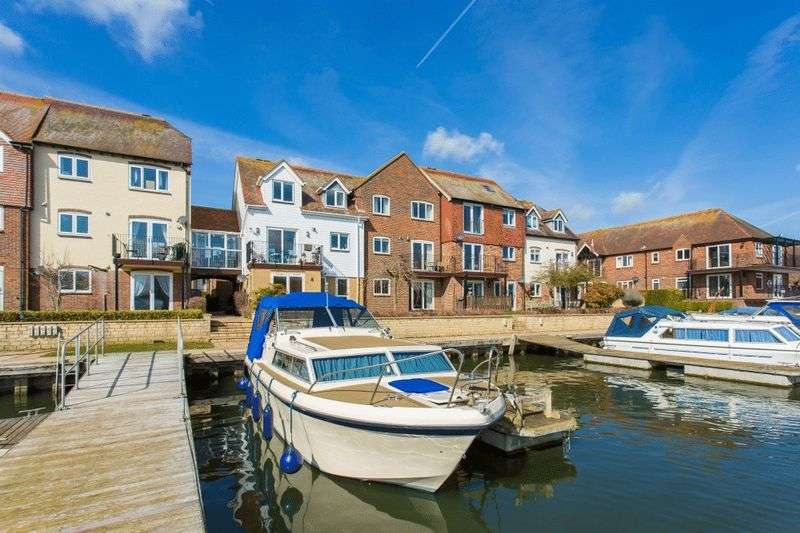 3 Bedrooms Property for sale in West Quay, Abingdon