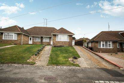3 Bedrooms Bungalow for sale in Holmwood Close, Dunstable, Bedfordshire, England