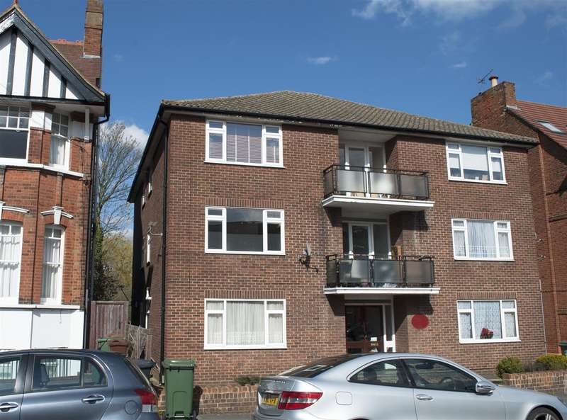 2 Bedrooms Apartment Flat for sale in Belle Vue Lodge, Connaught Avenue, North Chingford